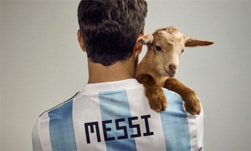 Messi và chú dê xuất hiện trên tạp chí Paper.