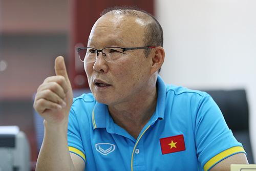 HLV Park Hang-seo được giao chỉ tiêu đưa Việt Nam vào chung kết AFF Cup 2018. Ảnh: Lâm Thỏa