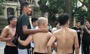 Tin thể thao tối 6/6: Trung vệ Man Utd vui vẻ đá cầu trên phố Hà Nội