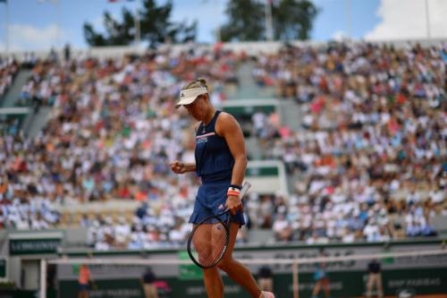 Chấn thương của Kerber khiến trận đấu mất đi kịch tính. Ảnh: WTA.
