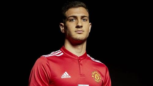 Dalot là tân binh thứ hai của Man Utd trong hè 2018. Ảnh: MUFC.