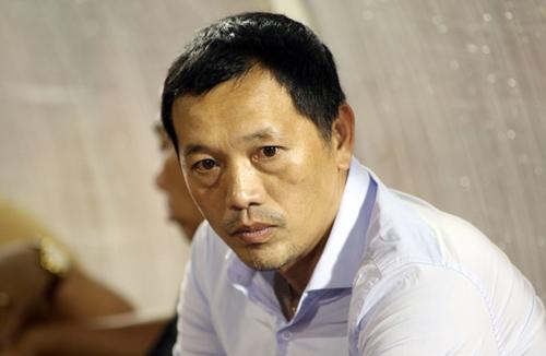 HLV Nguyễn Đức Thắng buồn bã sau trận thua ngược của SLNA. Ảnh: Đức Đồng.