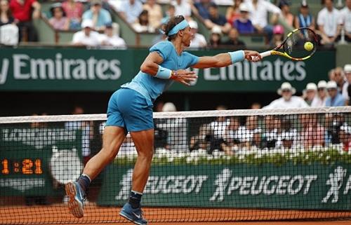 Nadal vẫn tỏ ra quá mạnh trên mặt sân đất nện. Ảnh: AP.