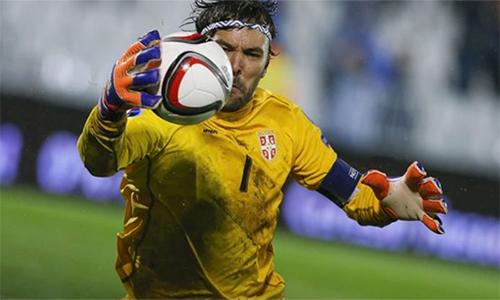 Stojkovich thêm trưởng thành và vững vàng qua mỗi lần va chạm với các CĐV. Anh là điểm tựa quan trọng giúp Serbia giành vé dự World Cup 2018.
