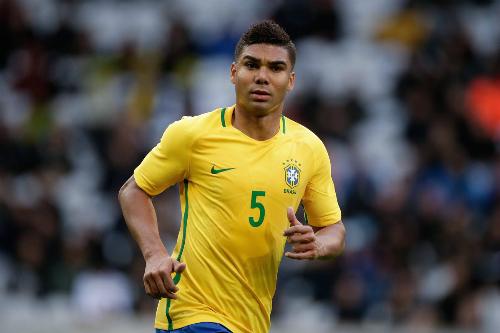 Casemiro trong màu áo tuyển Brazil. Ảnh:Reuters.