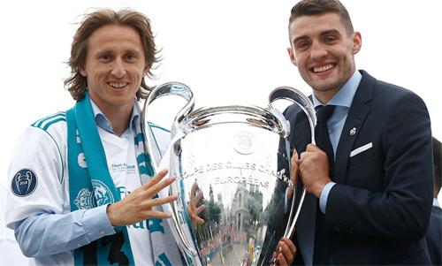 Modric (trái) và Kovacic là hai trụ cột của tuyển Croatia. Ảnh: Reuters
