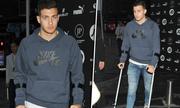 Tân binh của Man Utd chống nạng ngay sau khi ký hợp đồng