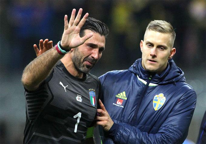 Buffon và đồng đội lỡ hẹn World Cup 2018. Ảnh: NN.