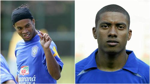 Ronaldinho bỏ bom đồng đội Kleberson. Ảnh: EFE.