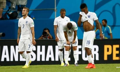 Tuyển Anh toát mồ hôi khi đá trận ra quân World Cup 2014 với Italy. Ảnh: Reuters.
