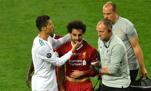 Salah khóc khi phải rời sân sớm trong trận chung kết Champions League. Ảnh: Reuters