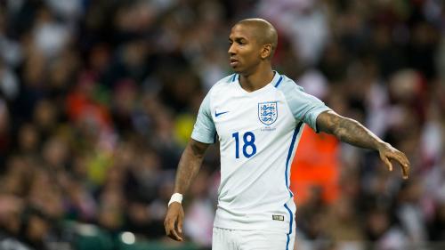 Ashley Young là một trong những cầu thủ giàu kinh nghiệm ở đội tuyển Anh đang thay máu. Ảnh:AFP.