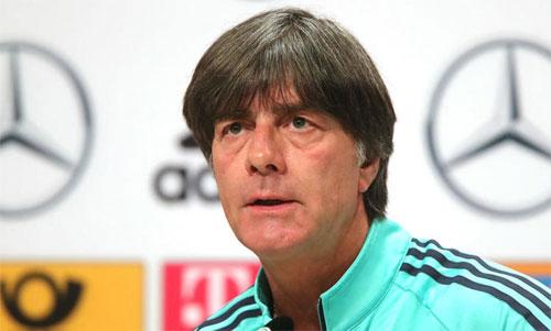 HLV Joachim Low kinh ngạc về quyết định của Tây Ban Nha. Ảnh: Reuters