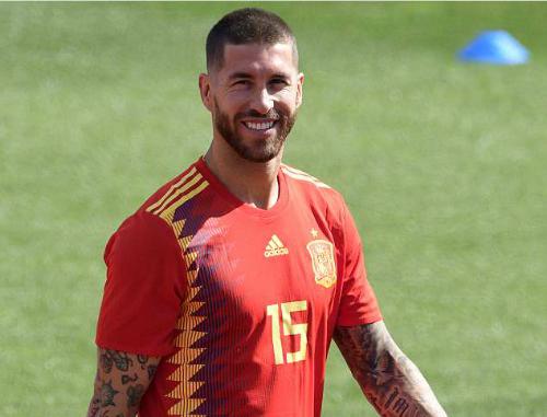 Ramos và đồng đội sẽ tôn trọng HLV tạm quyền Fernando Hierro. Ảnh: AFP.