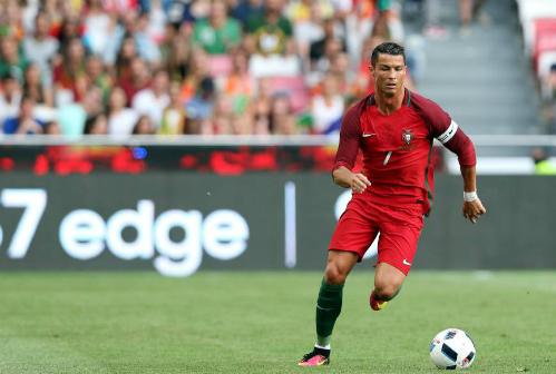 Ronaldo sẽ gặp nhiều khó khăn hơn trên tuyển. Ảnh: AP.