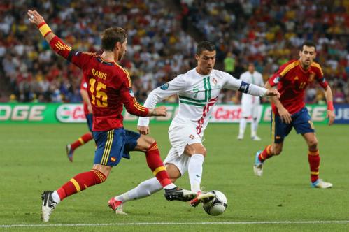 Ronaldo chạm trán Ramos ở trận bán kết Euro 2012.