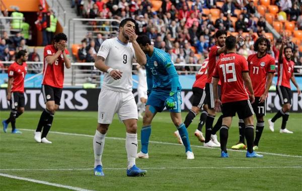 Suarez có một trận đấu vô duyên, bỏ lỡ nhiều cơ hội. Ảnh: AP.