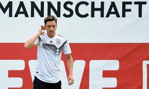 Ozil bị chấn thương trước thềm World Cup 2018. Ảnh: AFP.