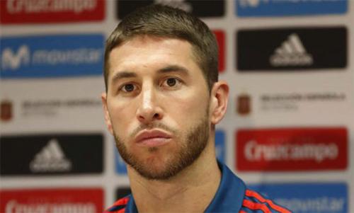 Ramos cảm nhận bầu không khí như trong một đám tang khi tuyển Tây Ban Nha sắp chơi trận đầu. Ảnh: Reuters