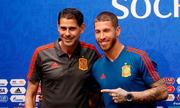 Đội tuyển Tây Ban Nha và nụ cười trong tâm bão