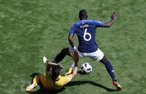 Pháp không sử dụng tất đỏ để tạo màu quốc kỳ trên trang phục. Ảnh:AP.