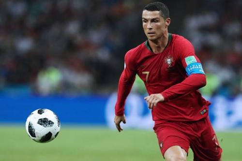Ronaldo bùng nổ ngay trận ra quân gặp Tây Ban Nha. Ảnh: AFP.