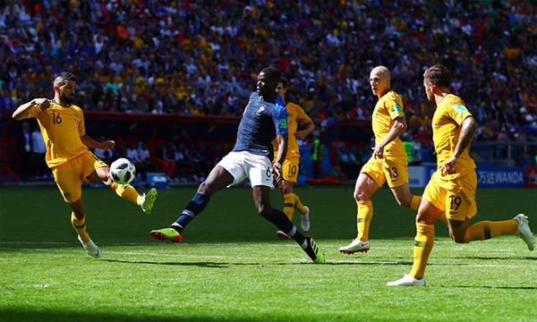 Pha ghi bàn ấn định chiến thắng 2-1 cho Pháp của Pogba. Ảnh: Reuters.