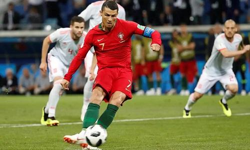 Ronaldo lần đầu ghi nhiều hơn một bàn ở một kỳ World Cup. Ảnh: AP.