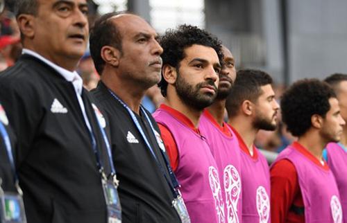 Salah dự bị trong trận đấu với Uruguay.