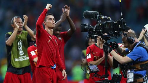 Ronaldo gánh team, giúp Bồ Đào Nha có điểm khi đối đầu Tây Ban Nha.
