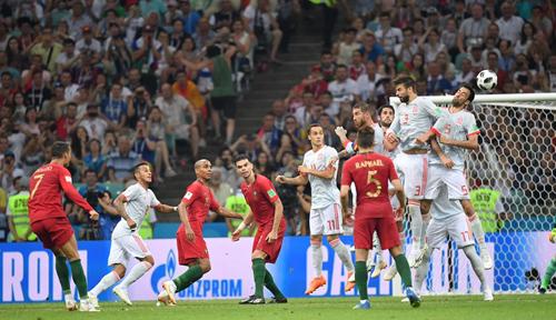 Ronaldo ấn định tỷ số 3-3 bằng một siêu phẩm đá phạt.