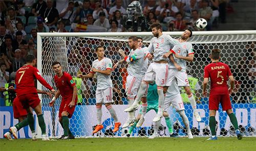 Trận ra quân chứng kiến Ronaldo có màn trình diễn gần như hoàn hảo, với một loạt mốc lịch sử được thiết lập. Ảnh: Reuters.