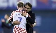 HLV của Croatia nhờ Raktic tư vấn kèm Messi