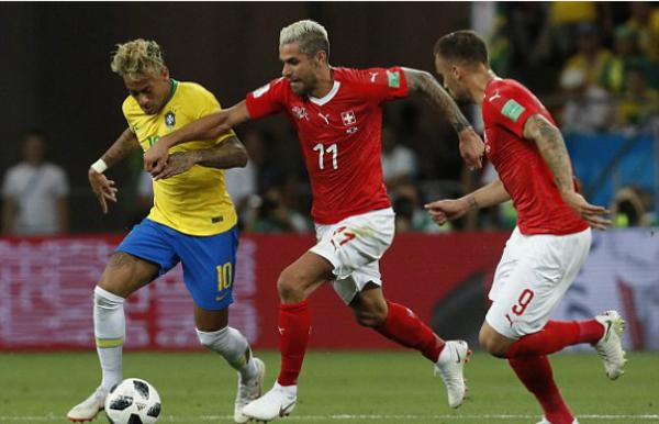 Neymar bị phong tỏa khiến Brazil bế tắc. Ảnh: AP.