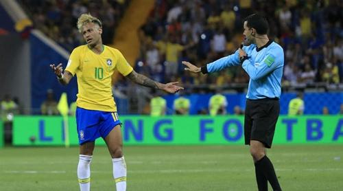 Neymar là đối tượng được Thụy Sỹ chăm sóc kỹ nhất tối 17/6. Ảnh: Reuters.