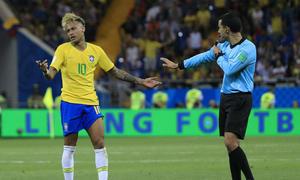 Neymar: 'Chuyện bảo vệ tôi là của trọng tài'