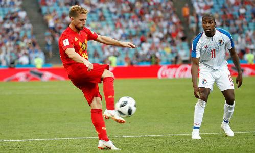 Siêu phẩm của Mertens mở ra chiến thắng cho Bỉ.
