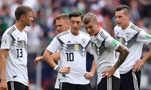 Tuyển Đức nhận chỉ trích nặng nề sau thất bại ở trận ra quân. Ảnh: Reuters.