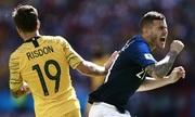 Hậu vệ Pháp thừa nhận cố tình nằm sân để câu giờ