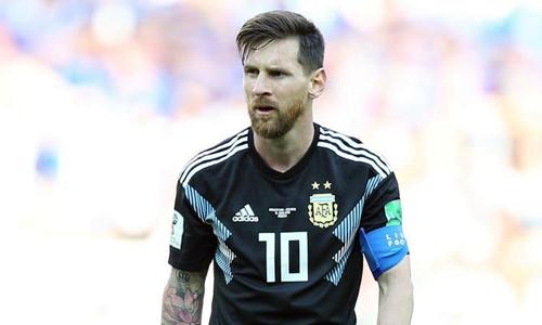 Messi thực hiện hỏng quả phạt đền ở trận ra quân gặp