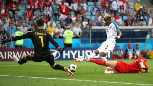 Murillo có cơ hội gỡ hoà 1-1 cho Panama nhưng bỏ lỡ.