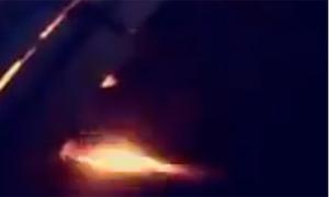 Máy bay chở tuyển Ả-rập Xê-út phụt lửa trong khi bay