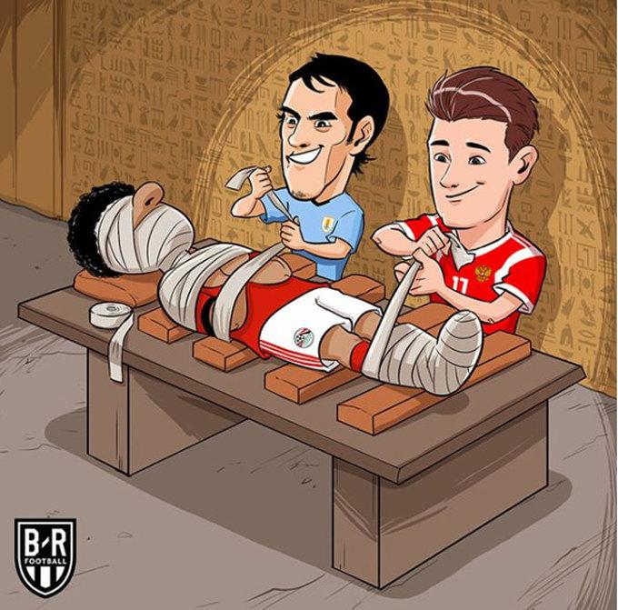 Salah thành xác ướp, Ronaldo tặng sách cho Messi
