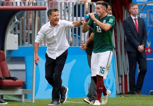 HLVCarlos Osorio tiết lộ một số cầu thủ Mexico bị cúm trước trận gặp Đức. Ảnh: Reuters.