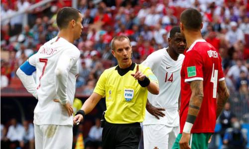 Cầu thủ Morocco bức xúc vì trọng tài hâm mộ Ronaldo, xin áo Pepe
