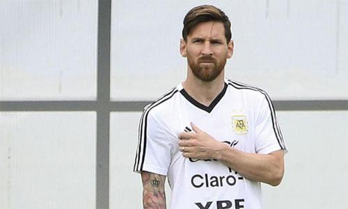 Messi một lần nữa trở thành tâm điểm do đá hỏng 11m. Ảnh: Ole