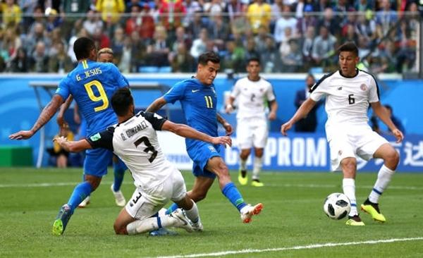 Coutinho mở tỷ số cho Brazil. Ảnh: AFP.