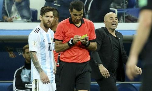Sampaoli cho rằng Argentina không thể phát huy tài năng của Messi. Ảnh: Reuters.