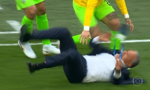 Nhưng ông vẫn tỏ ra vui vẻ, nhờ chiến thắng quan trọng của đội nhà.