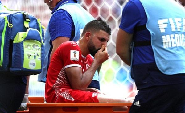 Mới đá hai trận nhưng Tunisia có ba cầu thủ phải rời sân bằng cáng và có nguy cơ chia tay World Cup. Ảnh: Reuters.